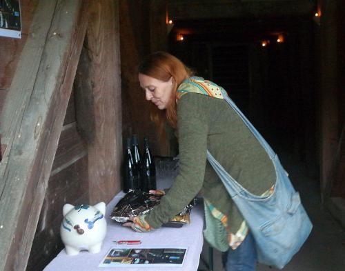Anne bringt Zwiebelkuchen